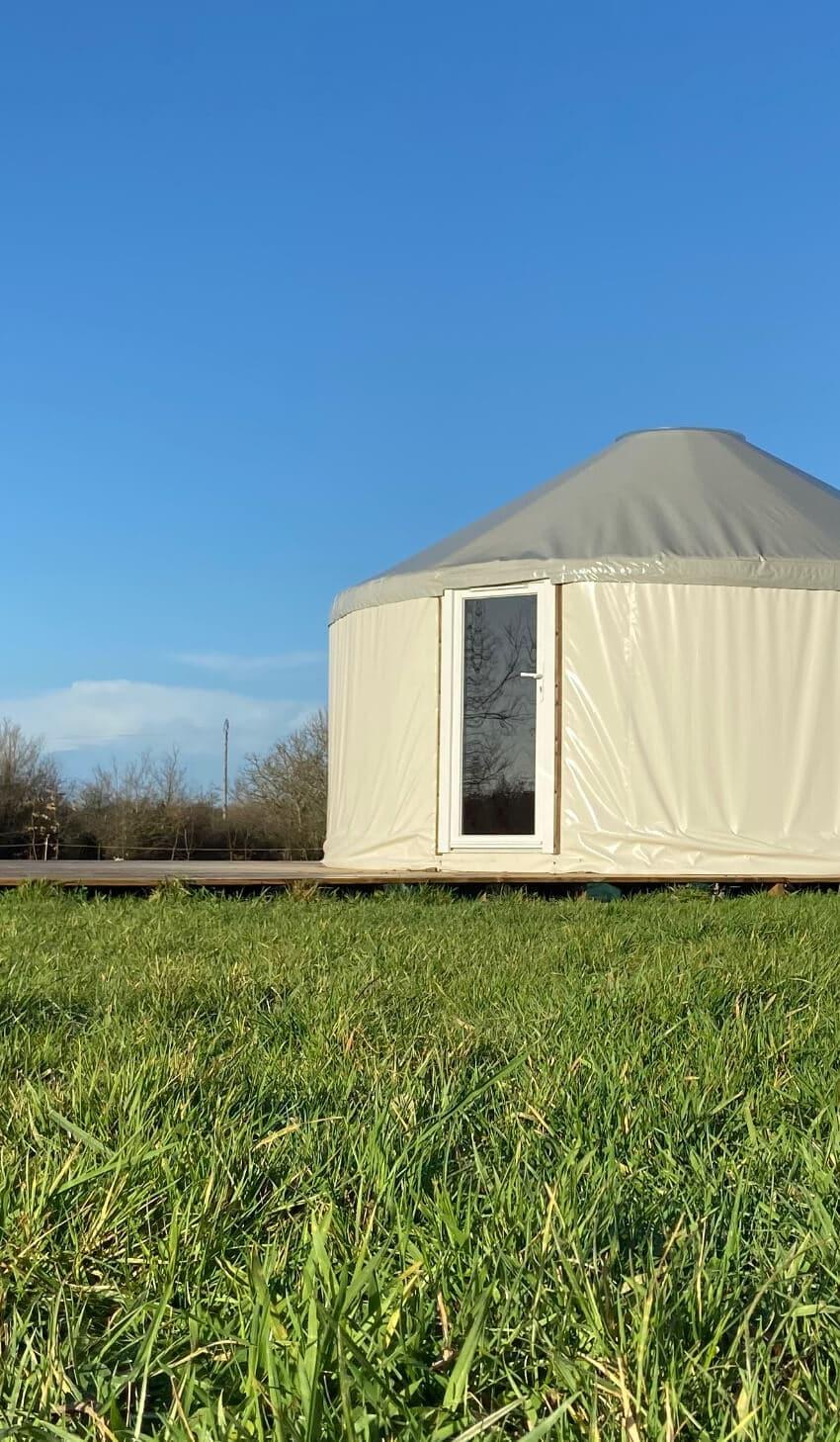 Location de grnade yourte aménagée en camping